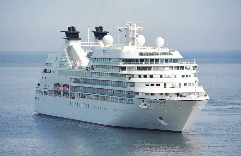 cruise ship displays
