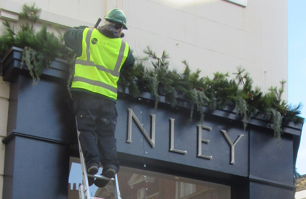 artificial trees, plants, flowers and shrubbery for public spaces and specialised environments.